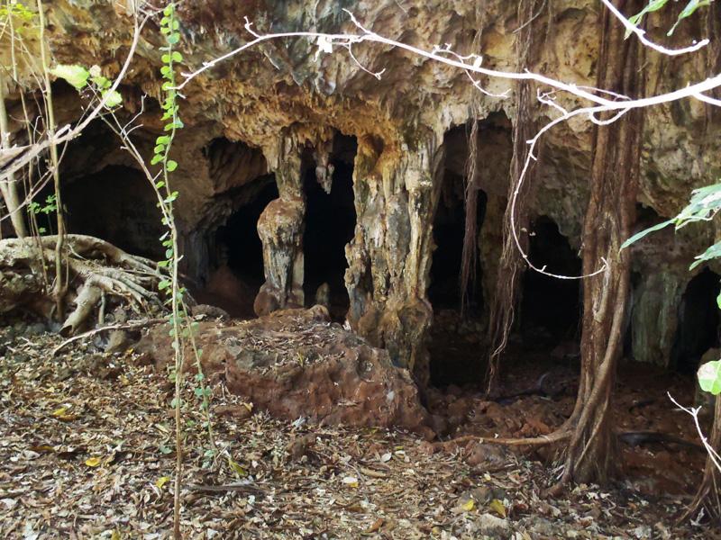 Entrée des Grottes